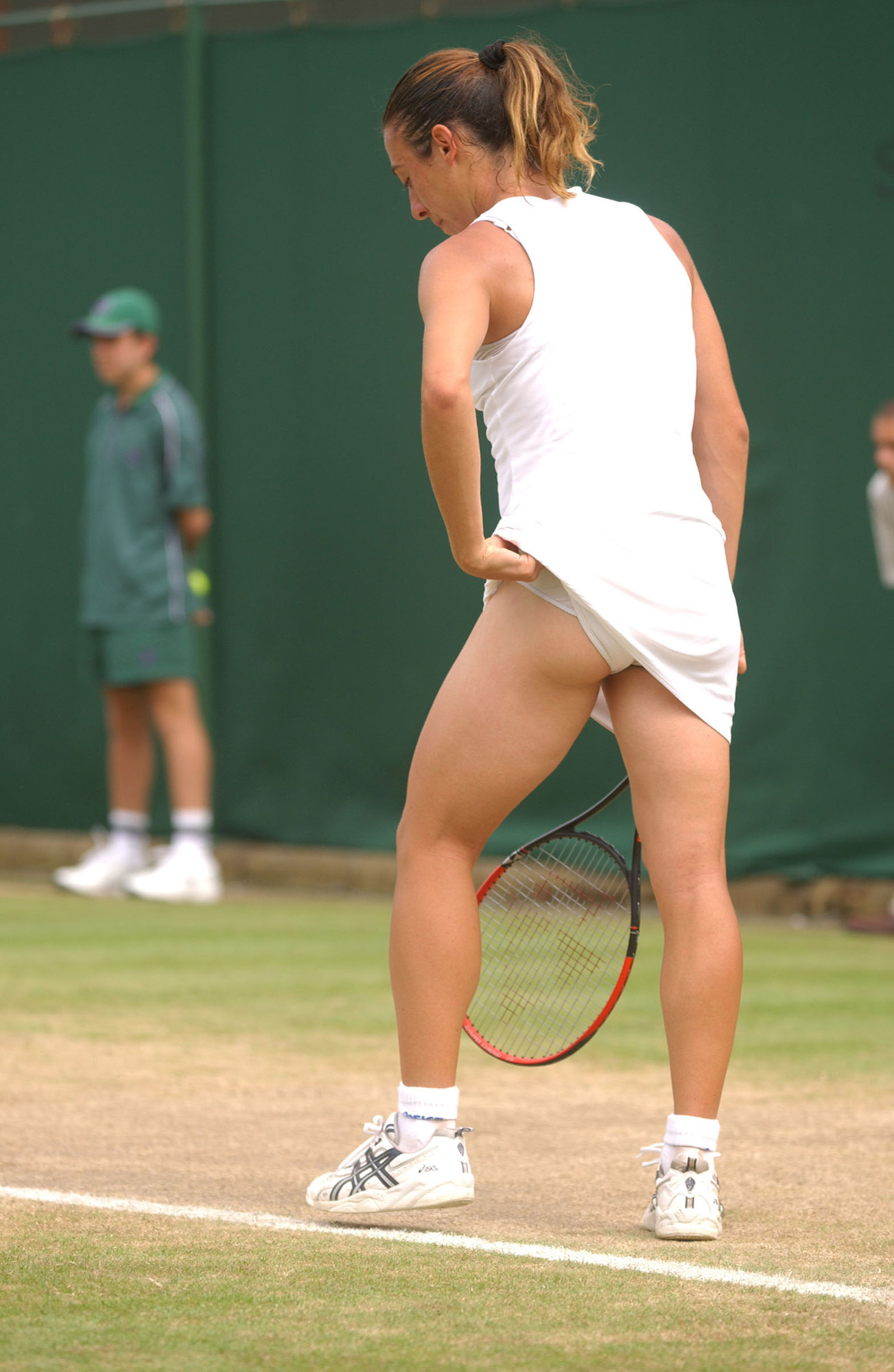 French champ Schiavone drops her 1st match on grass at Eastbourne
